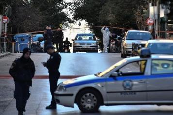 Grèce Un journaliste aux affaires criminelles tué devant chez lui près d'Athènes)