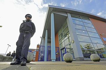 Un policier tué par balle à Londres)