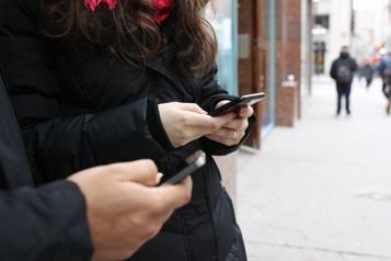 Sans fil Analystes perplexes, consommateurs négligés par le CRTC)