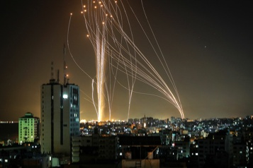 La peur s'installe à Tel-Aviv visée par les roquettes du Hamas)