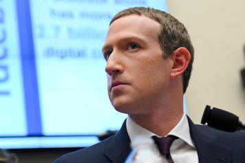 Facebook va arrêter de recommander les groupes politiques à ses utilisateurs)