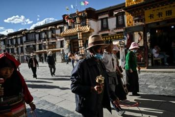 Encouragé par Pékin, le tourisme s'enracine au Tibet)