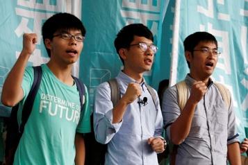 HongKong Le Royaume-Uni accorde l'asile au militant prodémocratie Nathan Law)