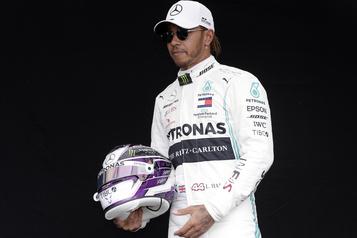 Lewis Hamilton se place en isolement