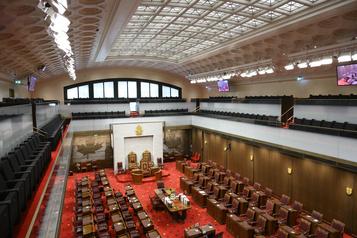 Des sénateurs plaident pour un revenu de base garanti)
