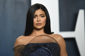 Forbes accuse Kylie Jenner d'avoir menti sur sa fortune)