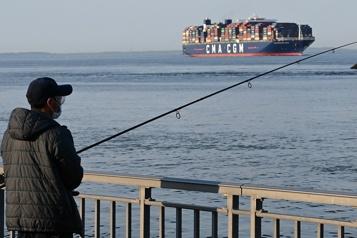 Forte baisse du déficit commercial américain en avril)