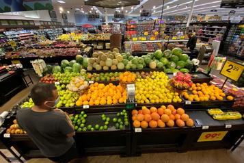 États-Unis L'inflation altère la confiance des consommateurs, mais moins que prévu  )
