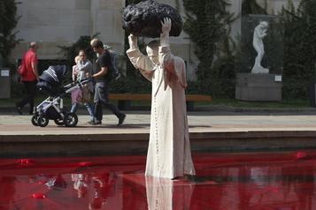 Une statue de Jean PaulII dévoilée à Varsovie)