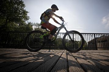 La COVID-19 pourrait générer des retombées positives pour le vélo)