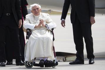 Benoît XVI défend sa décision de démissionner)
