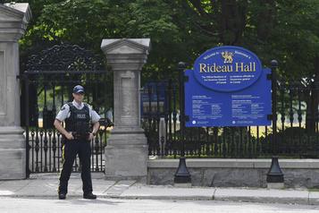 Un homme armé se serait introduit sur le terrain de Rideau Hall)