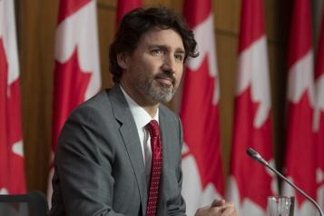 COVID-19 Justin Trudeau demande un resserrement des mesures au Canada)