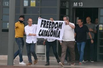 Espagne Graciés, les indépendantistes catalans sortent de prison)