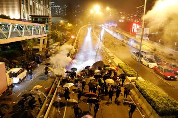 À Hong Kong, fuite spectaculaire de manifestants assiégés