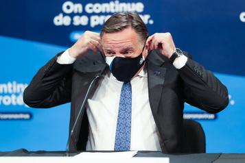 Québec rend le masque obligatoire dans les lieux publics fermés)