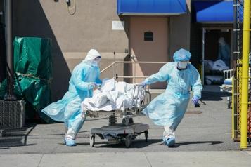 La COVID-19 a tué plus d'Américains que la grippe espagnole)