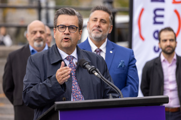 Candidate impliquée dans un scandale financier  Denis Coderre estime qu'il n'y a «pas de problème»
