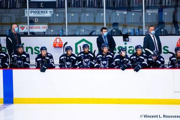 Hockey Québec autorise les rappels et certains voyages)