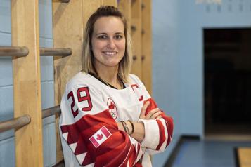 Les hockeyeuses d'Équipe Canada réunies après dix mois)
