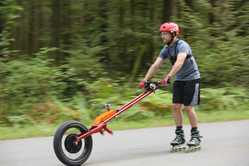 Un moteur-roue électrique pour les patineurs et planchistes à roulettes)