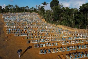 Brésil Malgré l'hécatombe, une lueur d'espoir face au variant)