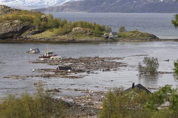 Un glissement de terrain emporte huit maisons en Norvège)