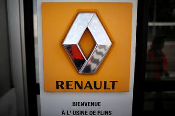 Renault envisage de fermer quatre usines en France, rapporte le Canard Enchainé)