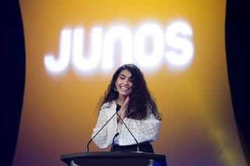 Alessia Cara, grande gagnante des Juno virtuels)
