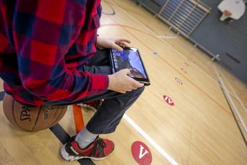 La tablette au secondaire montrée du doigt