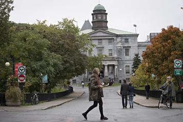 COVID-19 Les universités canadiennes pourraient perdre gros)