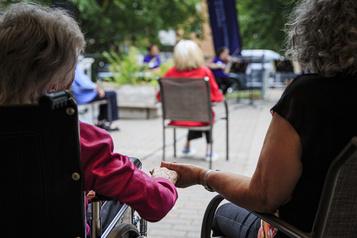Problème d'hébergement des aînés: au-delà de la crise de la main-d'œuvre en CHSLD)