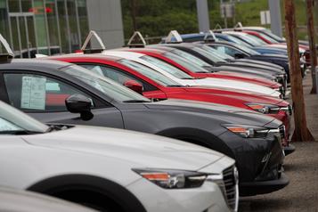 La chute des ventes de véhicules neufs s'atténue en juin)