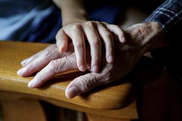 Les aidants aînés plus nombreux et plus occupés que jamais)