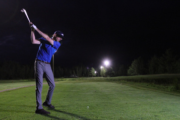 Du golf la nuit)