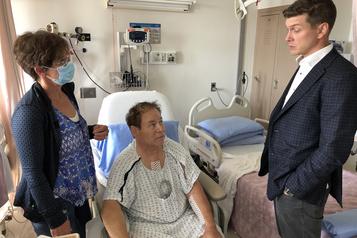 En Alberta, un chirurgien lui sauve la vie deux fois en neuf jours)