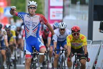 Route d'Occitanie Arnaud Démare sprinte et gagne à Auch)