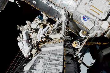 Première sortie spatiale de deux femmes, félicitées de vive voix par Trump