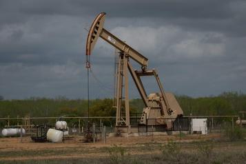 Le pétrole baisse légèrement, incertitude après l'attaque en Arabie saoudite