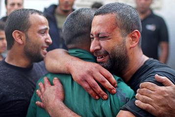 Seize morts dans de nouvelles frappes sur Gaza, salves de roquettes sur Israël