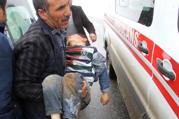 Séisme frontalier: neuf morts en Turquie, au moins 60blessés en Iran