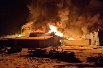 Lyster Une usine ravagée par les flammes, la communauté sous le choc )