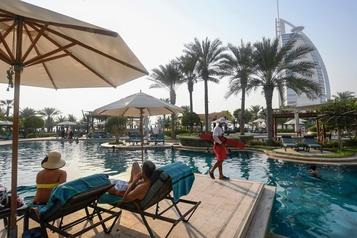 Dubaï ouvre la porte aux touristes étrangers)