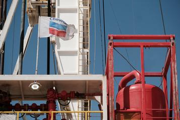 Chevron annonce des dépréciations d'actifs de 10 à 11 milliards de dollars