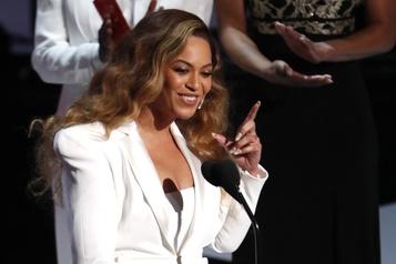 Beyoncé réclame justice pour une femme noire tuée par la police)