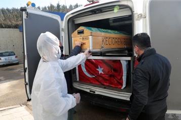 Bilan de la pandémie Plus de 2526000morts dans le monde)