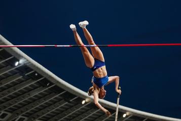La Canadienne Alysha Newman fracasse son record au saut à la perche