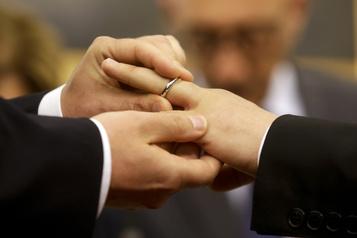 Propos du pape sur l'union civile Les couples LGBT catholiques reconnaissants mais sans illusion)
