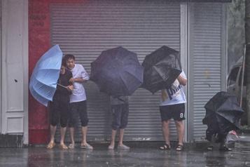 Le typhon In-Fa balaie l'est de la Chine)