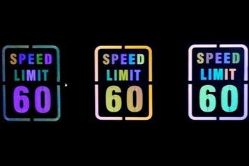 Pour les conducteurs nocturnes, des panneaux routiers qui changent de couleur